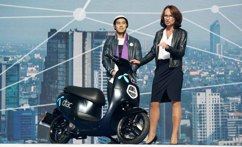 CEO and EV Scooter 1 - เปิดตัวรถจักรยานยนต์ไฟฟ้า dtac EV Scooter ในงาน Thailand Mobile Expo 2019