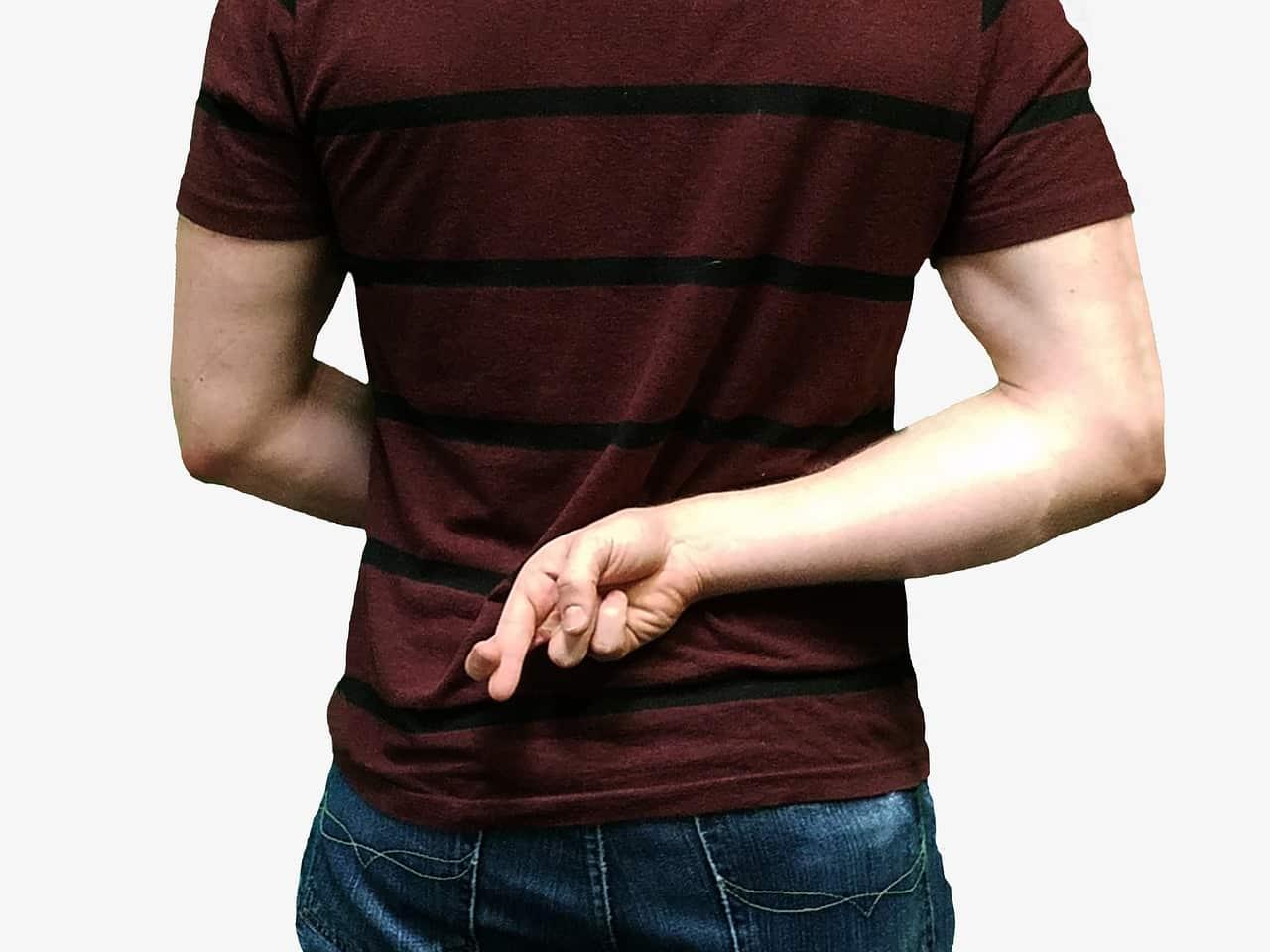 lying 1562272 1280 - วิธีรับมือกับ 6 นิสัยของเพื่อนที่บอกได้คำเดียวว่ารับไม่ได้!