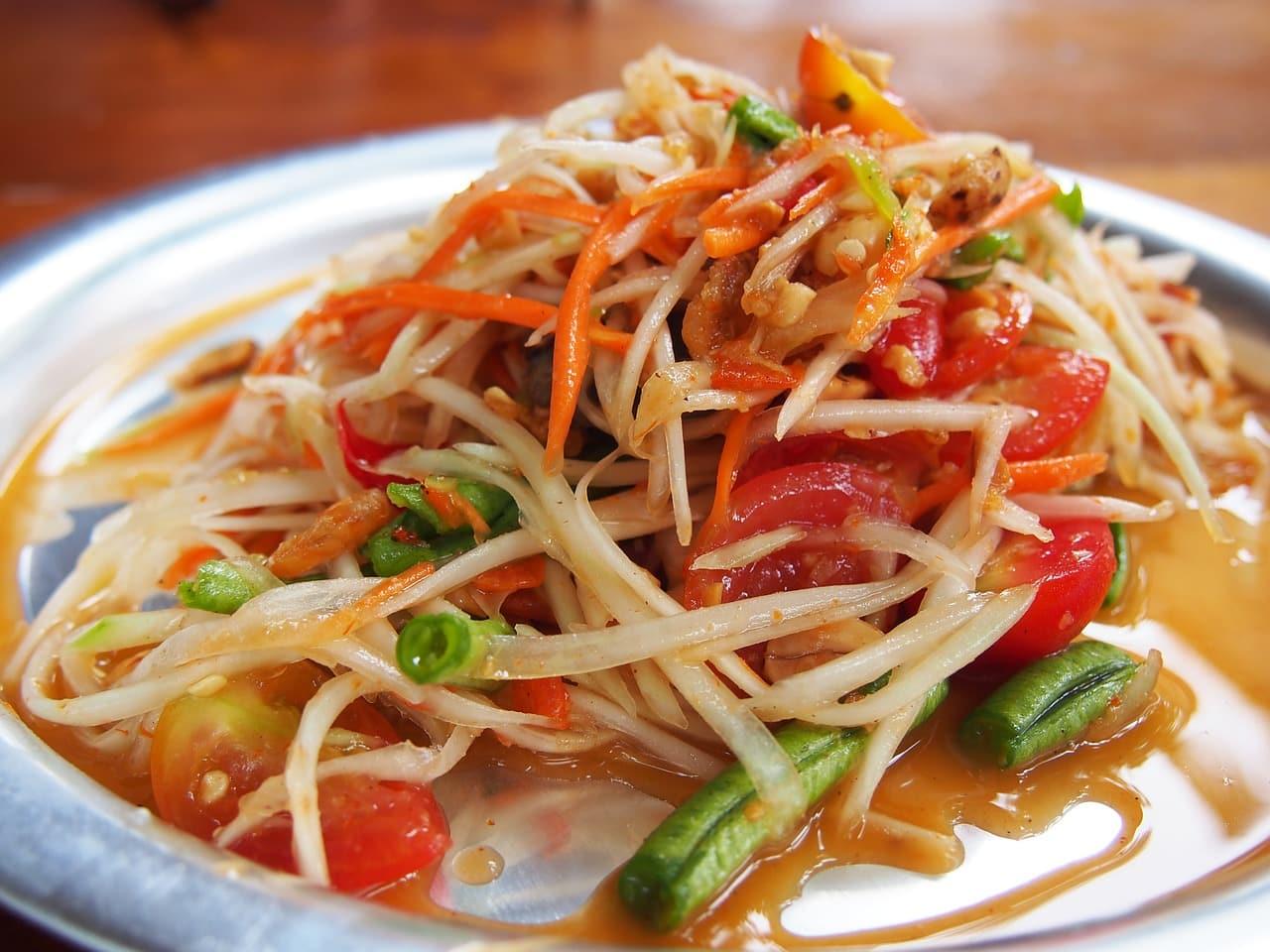 papaya salad 710613 1280 - 7 วิธีคลายร้อนง่ายๆ ร้อนแค่ไหนเราก็ไม่กลัว!