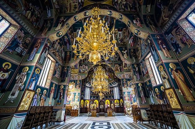 sihastria monastery putnei 213765 640 - ชวนมารู้! การฉลองวันวาเลนไทน์จาก 6 ประเทศทั่วโลก