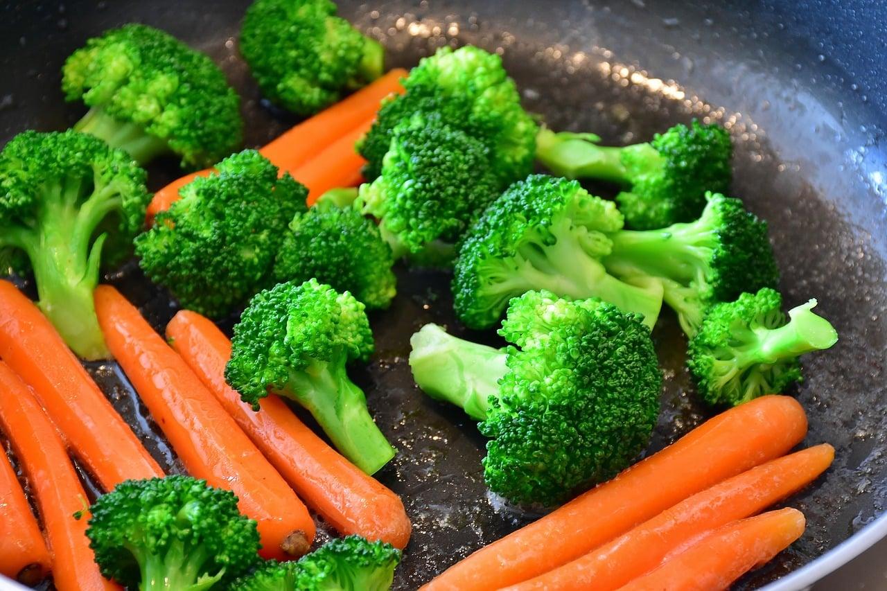 carrots 2106825 1280 - โทนสีที่ควรมีในงานพิมพ์เมนูอาหาร ช่วยเพิ่มความอยากอาหารของลูกค้าได้
