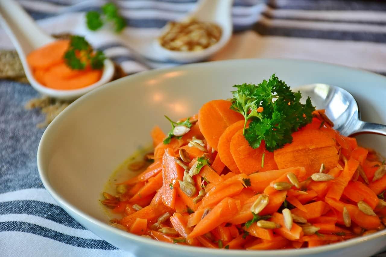 carrots 3467399 1280 - โทนสีที่ควรมีในงานพิมพ์เมนูอาหาร ช่วยเพิ่มความอยากอาหารของลูกค้าได้