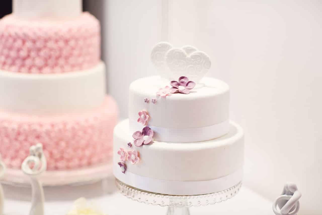 wedding cake 1704427 1280 - โทนสีที่ควรมีในงานพิมพ์เมนูอาหาร ช่วยเพิ่มความอยากอาหารของลูกค้าได้