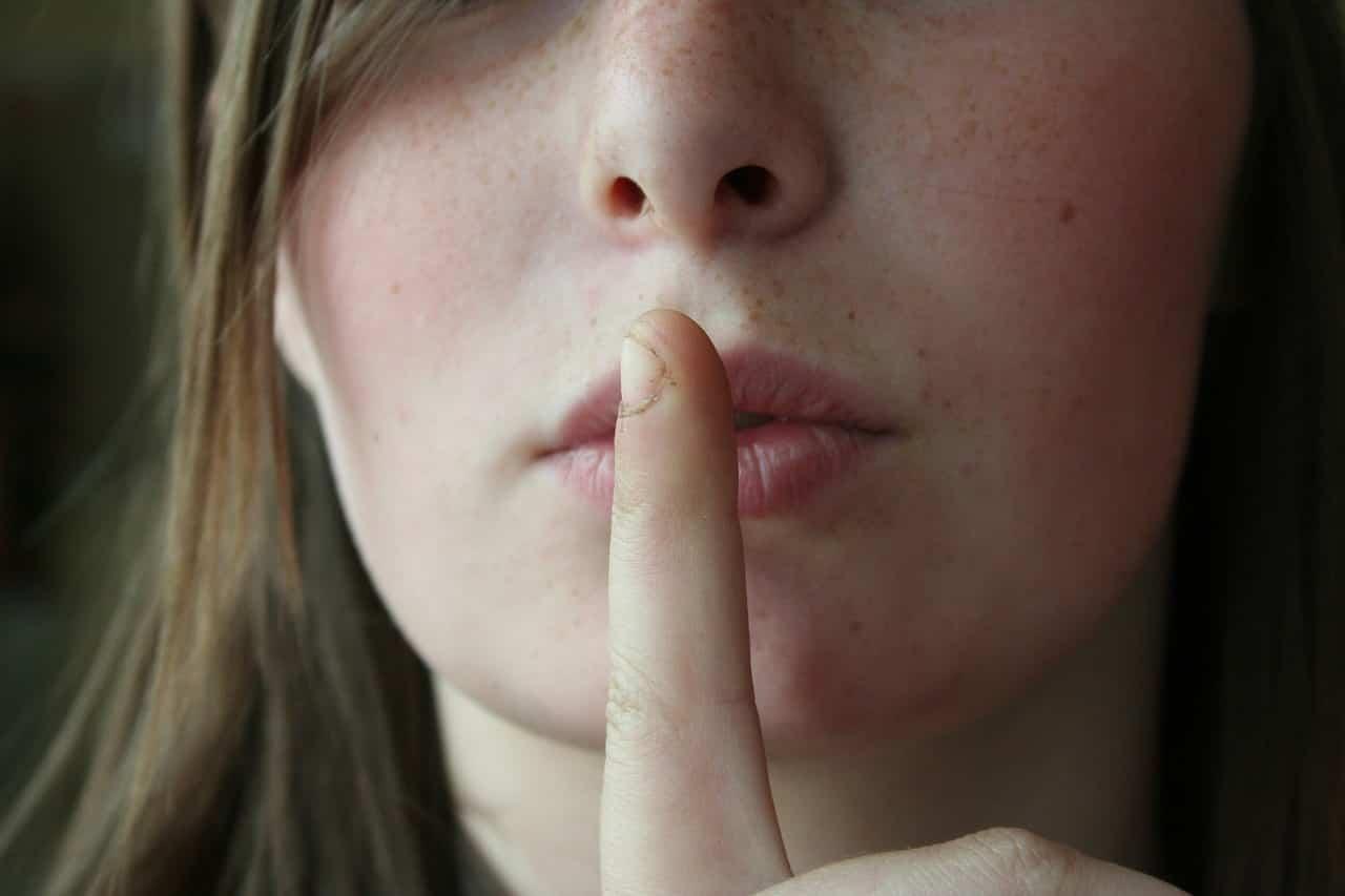 "secret 2725302 1280 - ทำความรู้จัก ""โรคหลอกตัวเอง"" โรคที่ไม่ใช่แค่โกหกตัวเองไปวันๆ"
