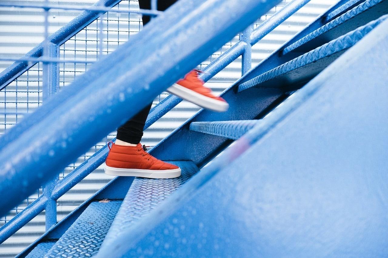 steps 1081909 1280 - ออกกำลังกายได้ด้วยของใช้ในบ้าน ไม่ต้องง้อเครื่องออกกำลังกายแพงๆ อีกต่อไป