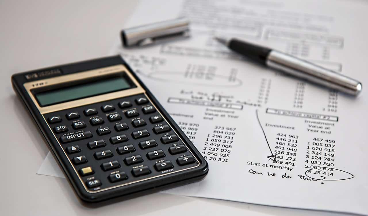 calculator 385506 1280 - ประกอบธุรกิจร้านอาหารอย่างไรให้อยู่รอด มีกำไร ไม่เจ๊ง