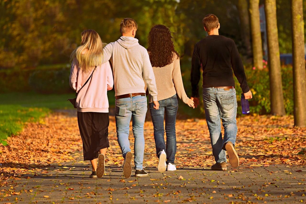 people 3755342 1280 - 5 พฤติกรรมที่วัยรุ่นมัก 'เผลอ' ทำให้พ่อแม่เสียใจโดยไม่รู้ตัว