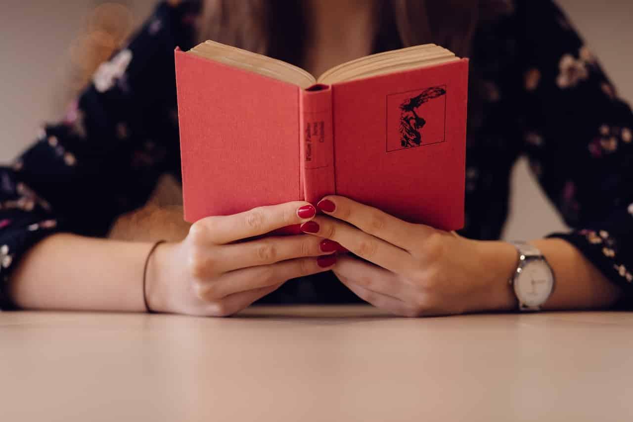 people 2593394 1280 1 - แนะนำ 6 อาชีพสุดว้าวที่คนรักหนังสือตัวจริงต้องชอบ!