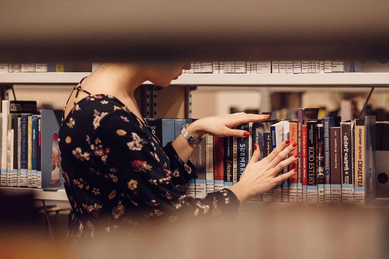people 2941951 1280 - แนะนำ 6 อาชีพสุดว้าวที่คนรักหนังสือตัวจริงต้องชอบ!