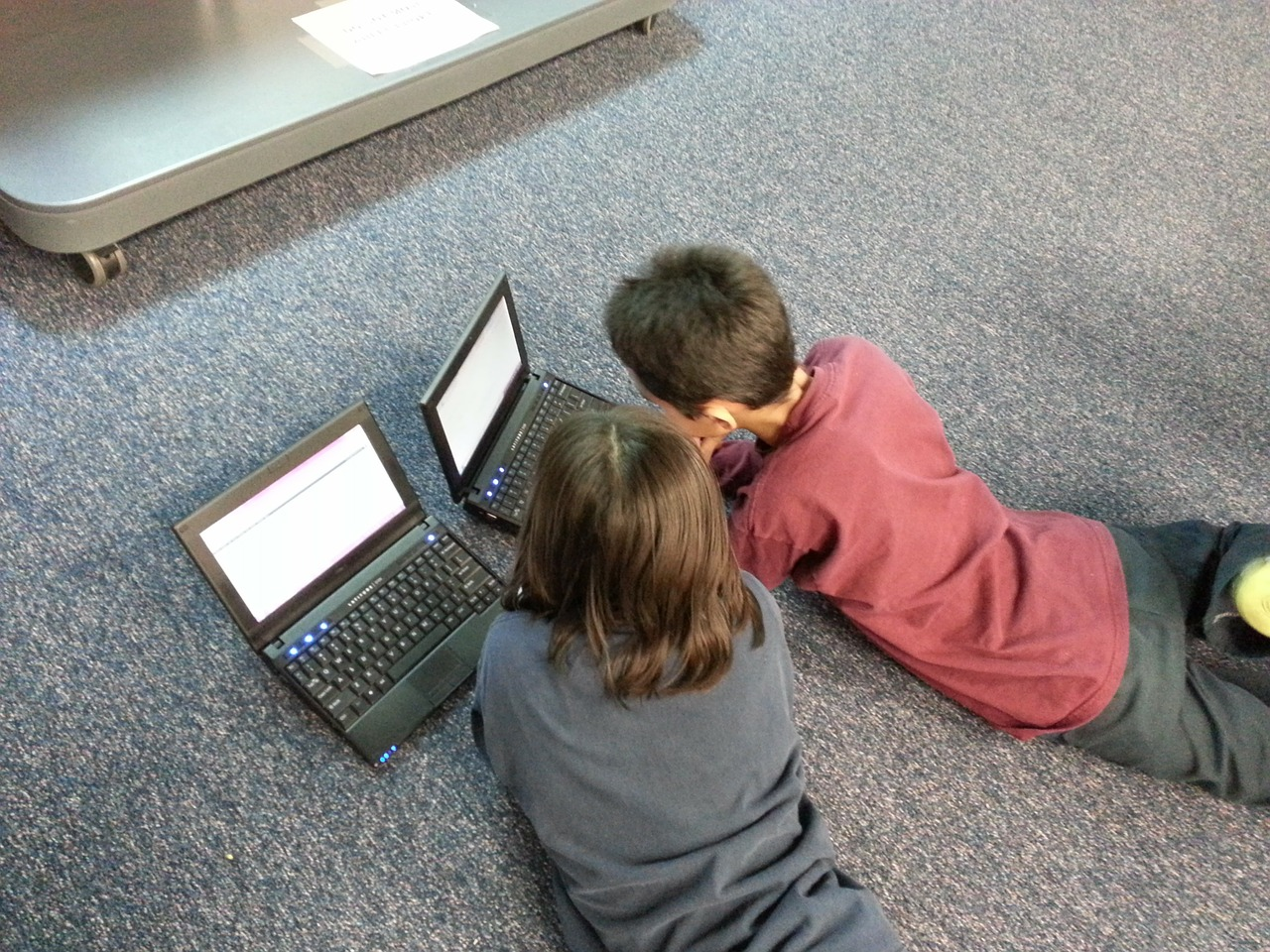 boy 110762 1280 - สอนลูกให้ใช้อินเทอร์เน็ตอย่างไรให้ปลอดภัย