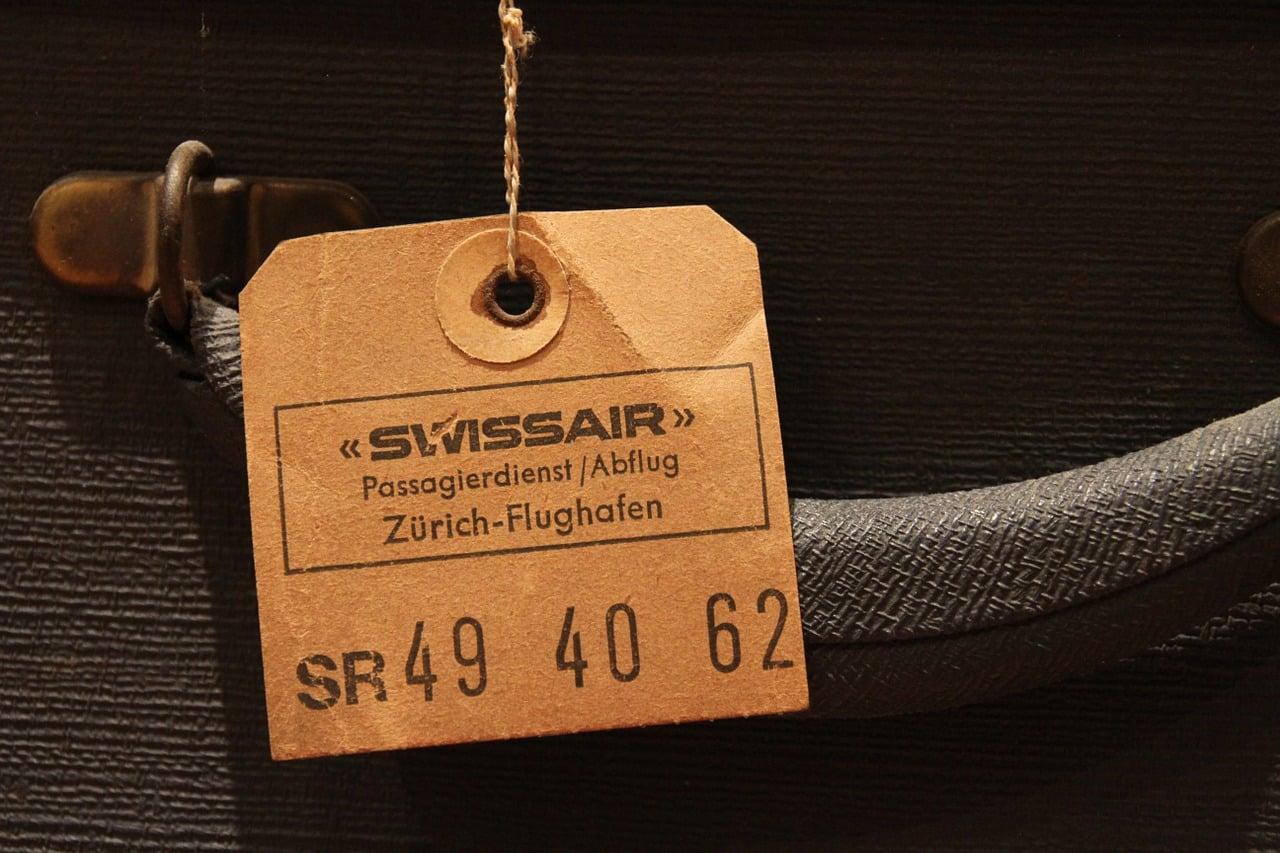 luggage tag 1205229 1280 - ป้ายห้อยราคาสินค้า ป้ายแท็กสินค้า เหมาะกับธุรกิจอะไรบ้าง