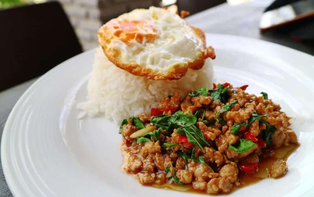 1 1000x628 - รวม 10 เมนูอาหารไทยยอดนิยม คนไทยถูกใจสิ่งนี้!