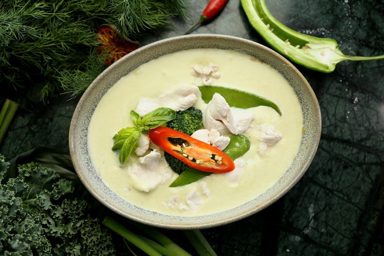 """green curry 3604721 1280 - """"อาหารไทย"""" ความภาคภูมิใจของคนไทยกับรสชาติไทยแท้ที่เป็นเอกลักษณ์"""
