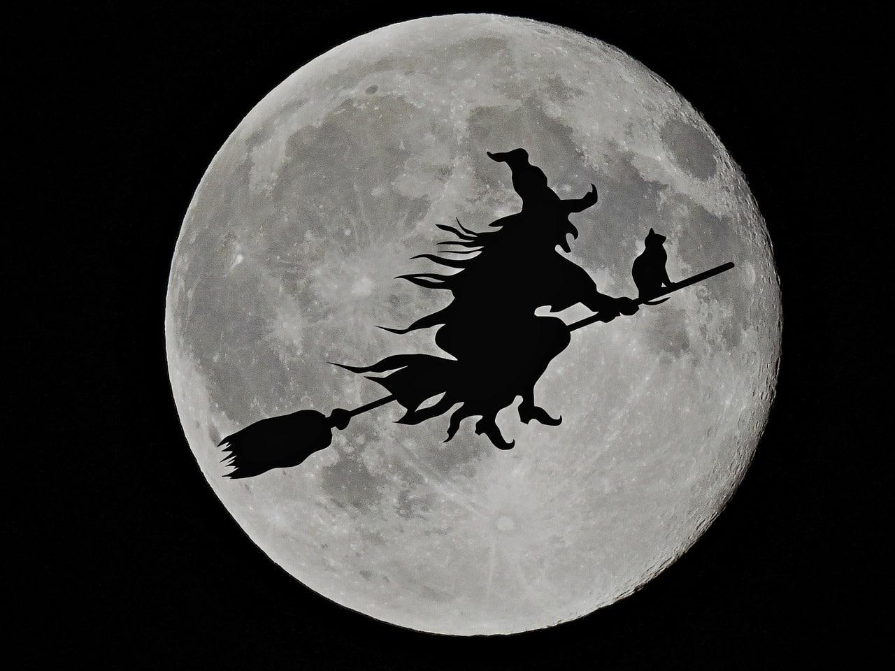 moon 1805899 1280 - 5 เรื่องน่ารู้วันฮาโลวีน 31 ตุลานี้เตรียมแต่งผีมาหลอกผีกัน!