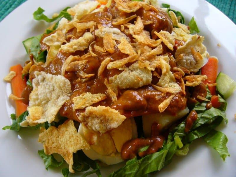gadogado - 10 เมนูอาหารยอดนิยมของประเทศเพื่อนบ้านอาเซียน