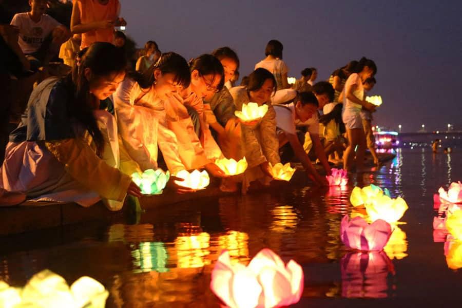 r135 - ย้อนประวัติความเป็นมาประเพณีลอยกระทงจาก 4 ประเทศใกล้บ้าน ลอยกระทงไม่ได้มีแค่ที่ไทยนะ!
