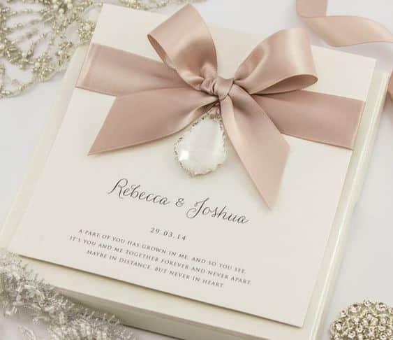 wedding card 12 - พาชม 10 ตัวอย่างการ์ดเชิญงานแต่ง ที่ออกแบบมาสวยหรู ดูไฮโซ