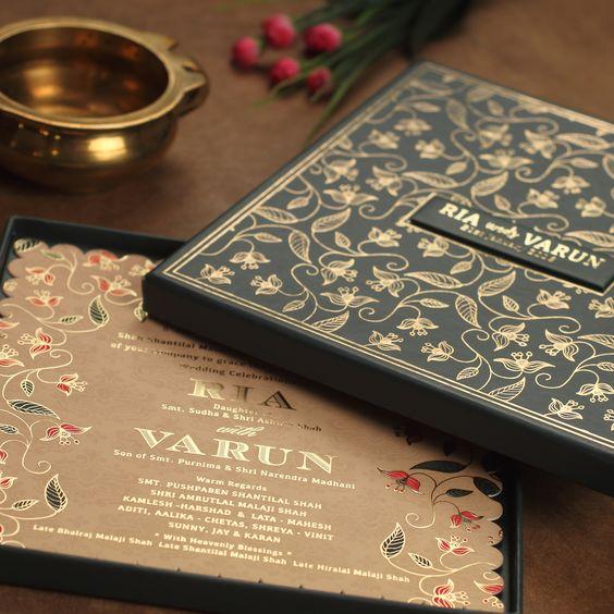 wedding card 14 - พาชม 10 ตัวอย่างการ์ดเชิญงานแต่ง ที่ออกแบบมาสวยหรู ดูไฮโซ
