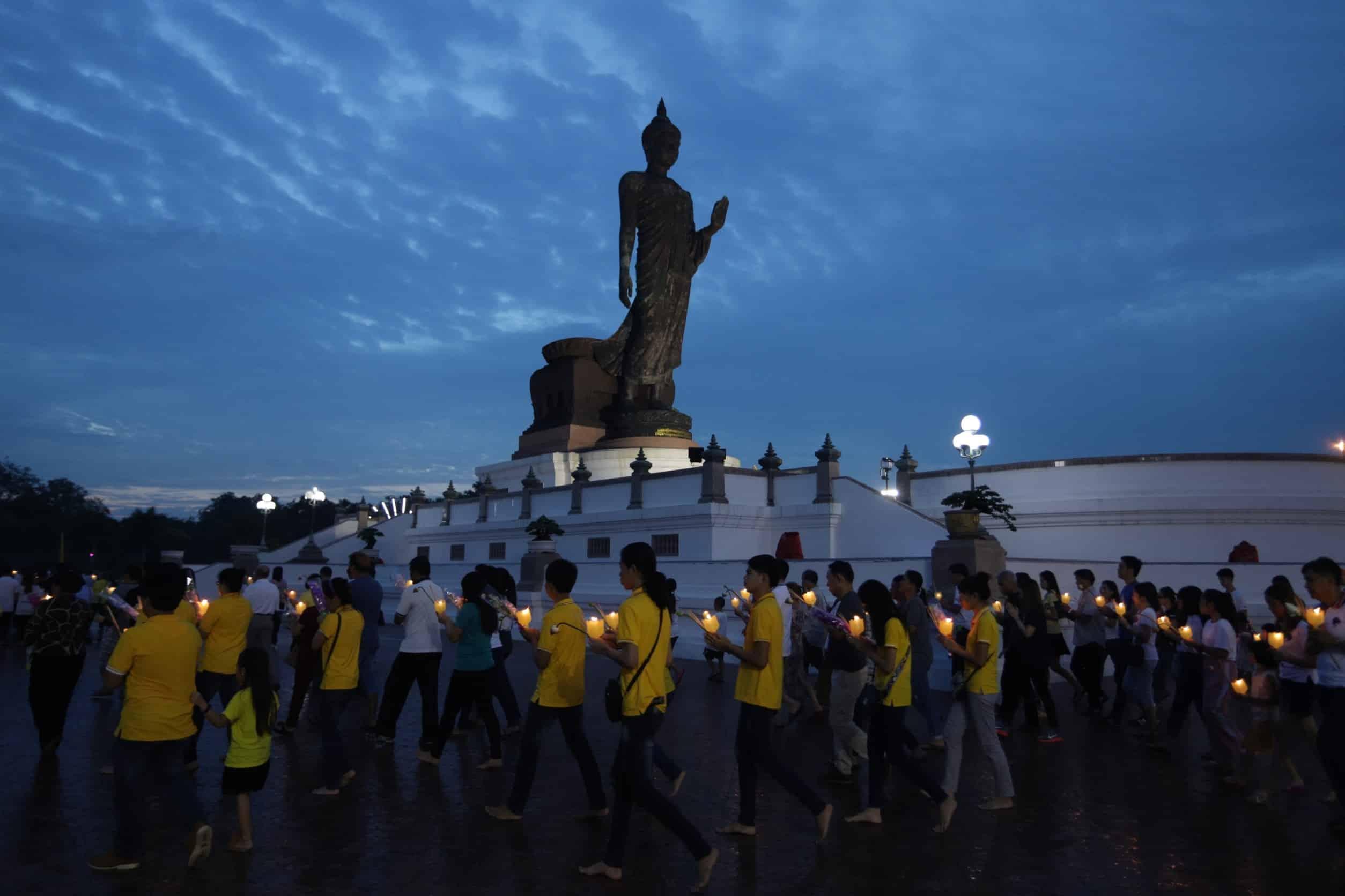 Asalha Puja Day - แนะนำวิธีเวียนเทียนอย่างไร ให้ถูกต้องและได้รับบุญใหญ่