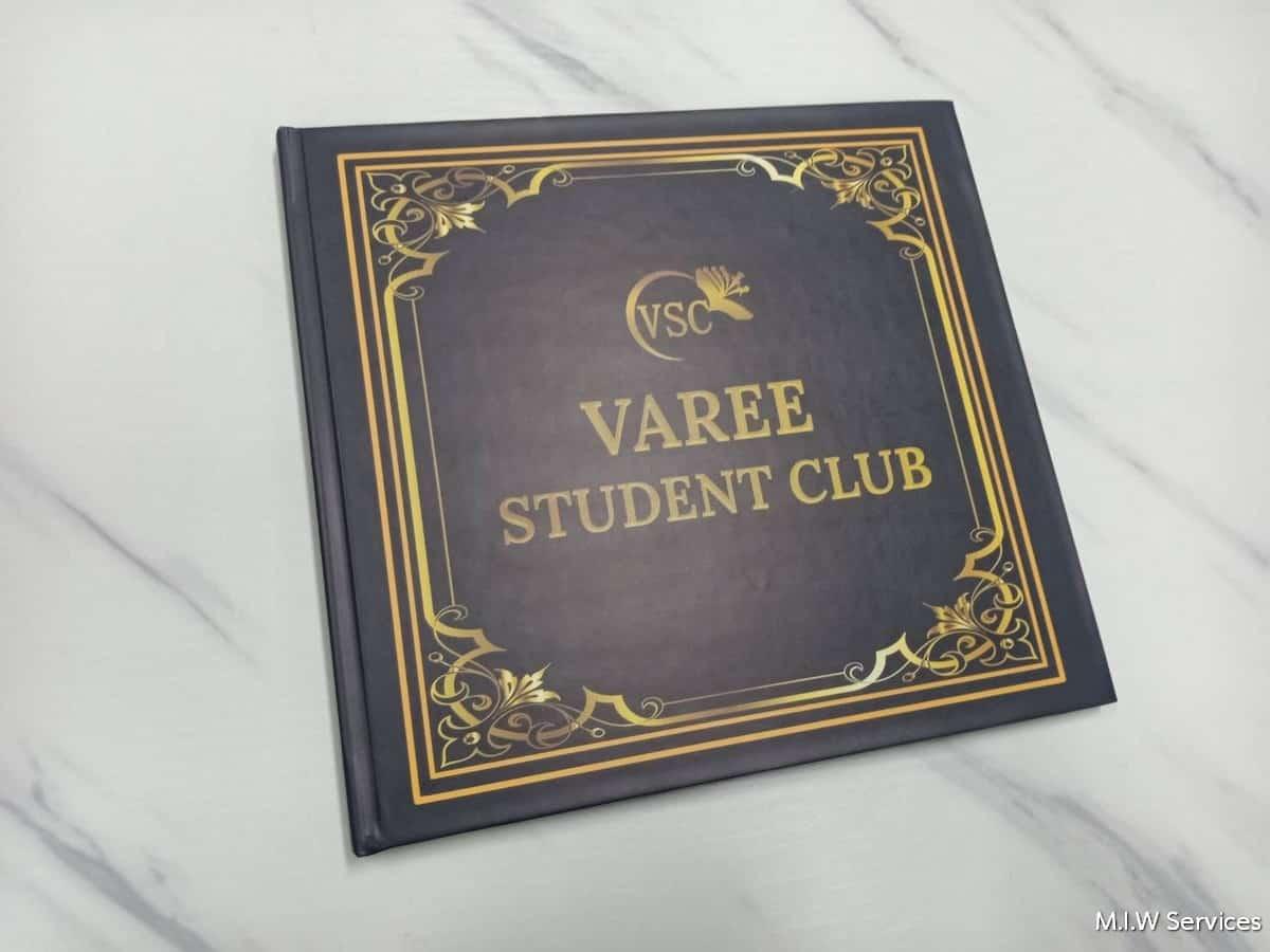 varee yearbook 00001 - ตัวอย่างงานพิมพ์หนังสือรุ่น หนังสือทำเนียบรุ่น: สโมสรนักเรียนวารี