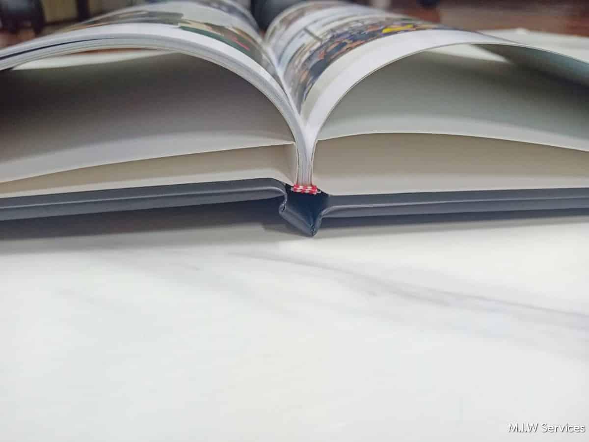 varee yearbook 00004 - ตัวอย่างงานพิมพ์หนังสือรุ่น หนังสือทำเนียบรุ่น: สโมสรนักเรียนวารี