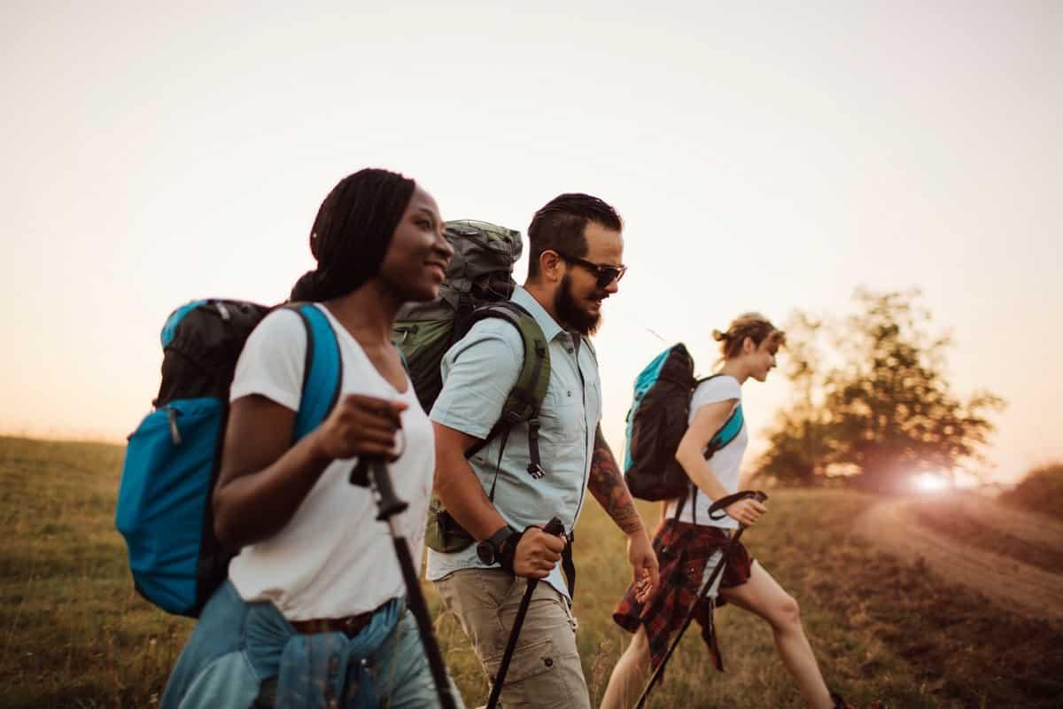 Friends Hiking Together Lead Image - 5 สถานที่ท่องเที่ยวของไทย สำหรับสายเฮลตี้ ออกกำลังกายได้แม้ตอนไปเที่ยว