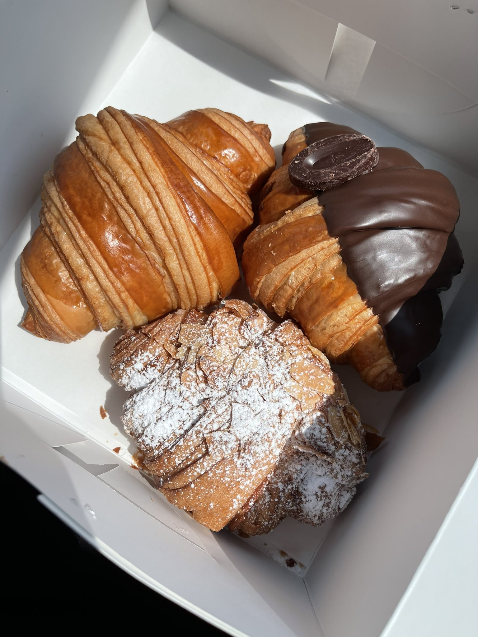Croissant 1 2 - แนะนำ 7 ร้านครัวซองต์ กรอบนอกนุ่มใน อร่อยทุกคำที่สัมผัส
