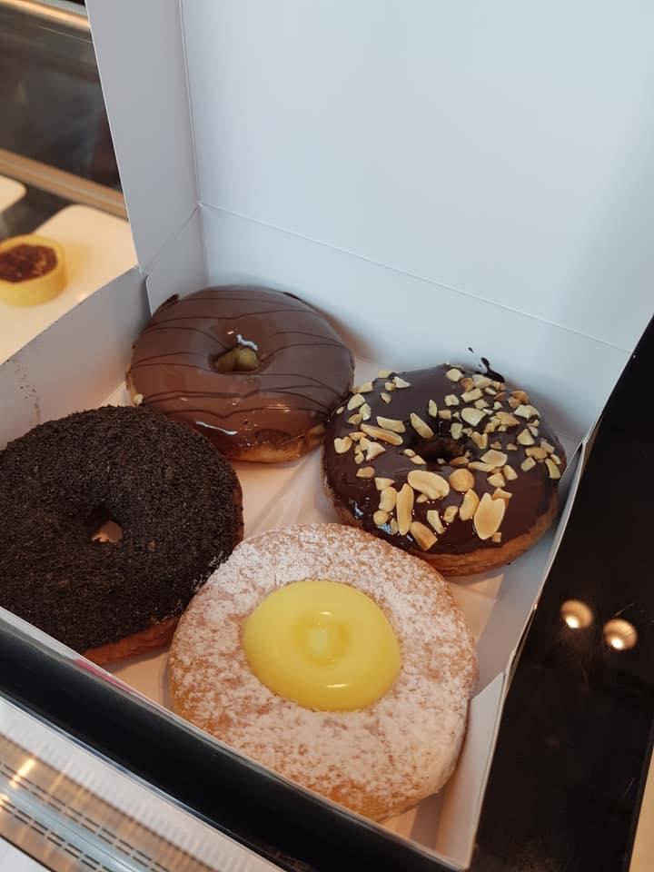 donut 14 - แนะนำ 7 ร้านโดนัทแสนอร่อย แป้งนุ่ม หน้าล้น ที่ไม่ควรพลาด